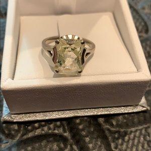 Jewelry - White gold peridot ring size 5.5